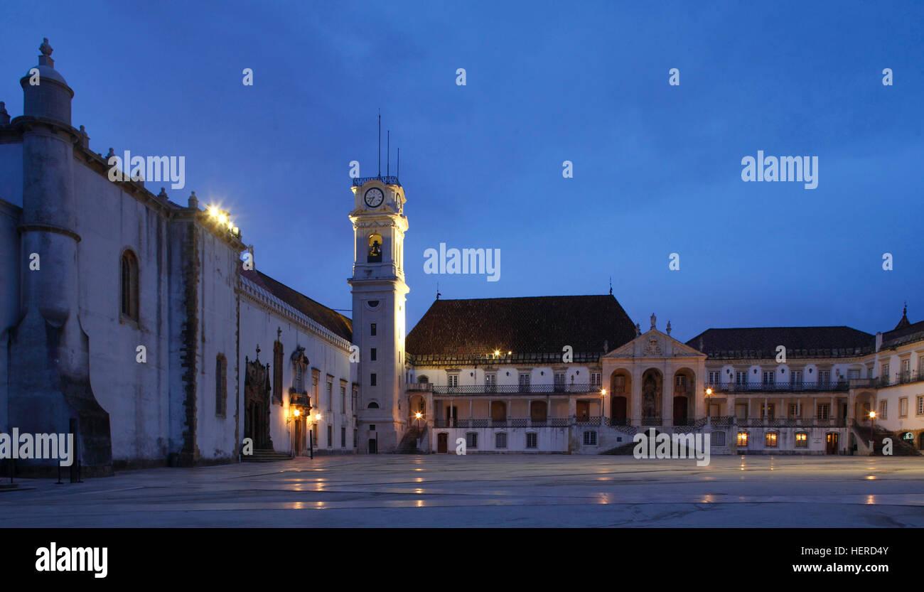 Universität bei Abenddämmerung, Juristische Fakultät Coimbra, Beira Litoral, Regio Centro, Portugal Stock Photo