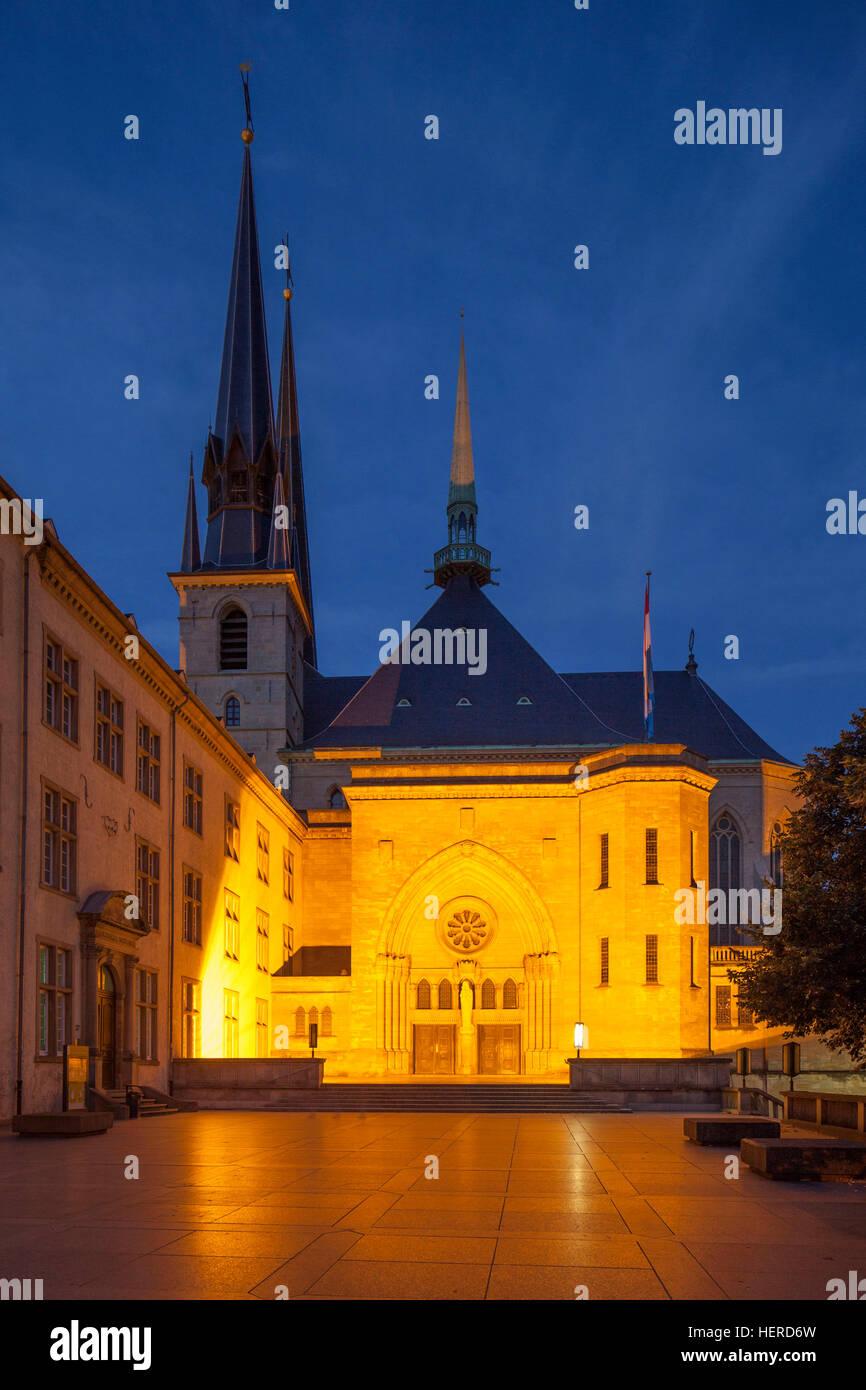 Kathedrale unserer lieben Frau bei Abenddämmerung, Luxemburg-Stadt, Luxemburg, Stock Photo