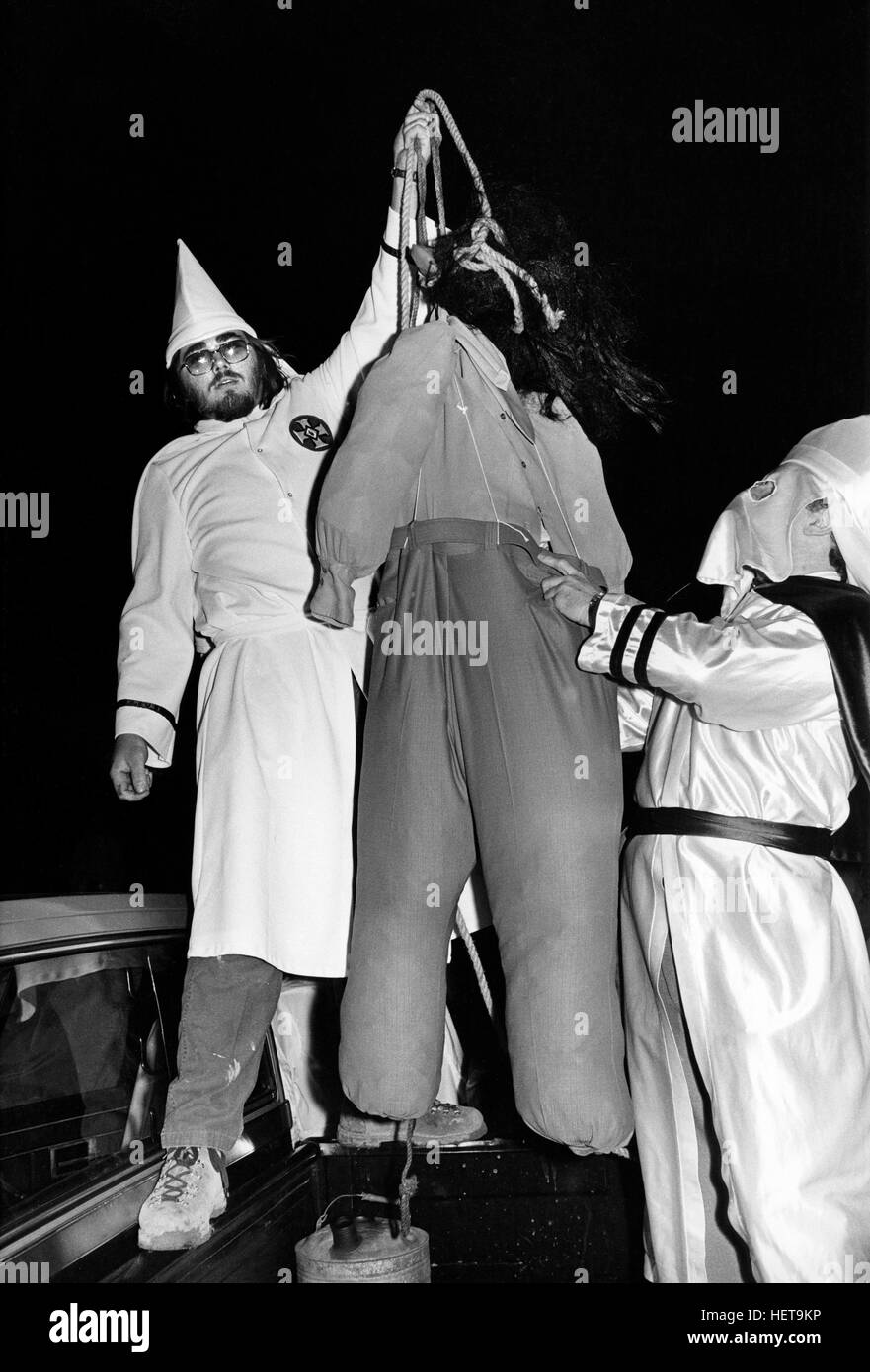 Ku Klux Klan members simulate the lynching of an African American with a gorilla masked dummy at a Klan Rally outside - Stock Image