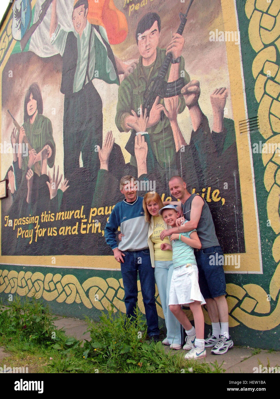 Belfast Falls Rd Republican Mural, on gable end with family. Dedicated,to,Bobby McCrudden, Mundo O-Rawe,Pearse Jordan - Stock Image