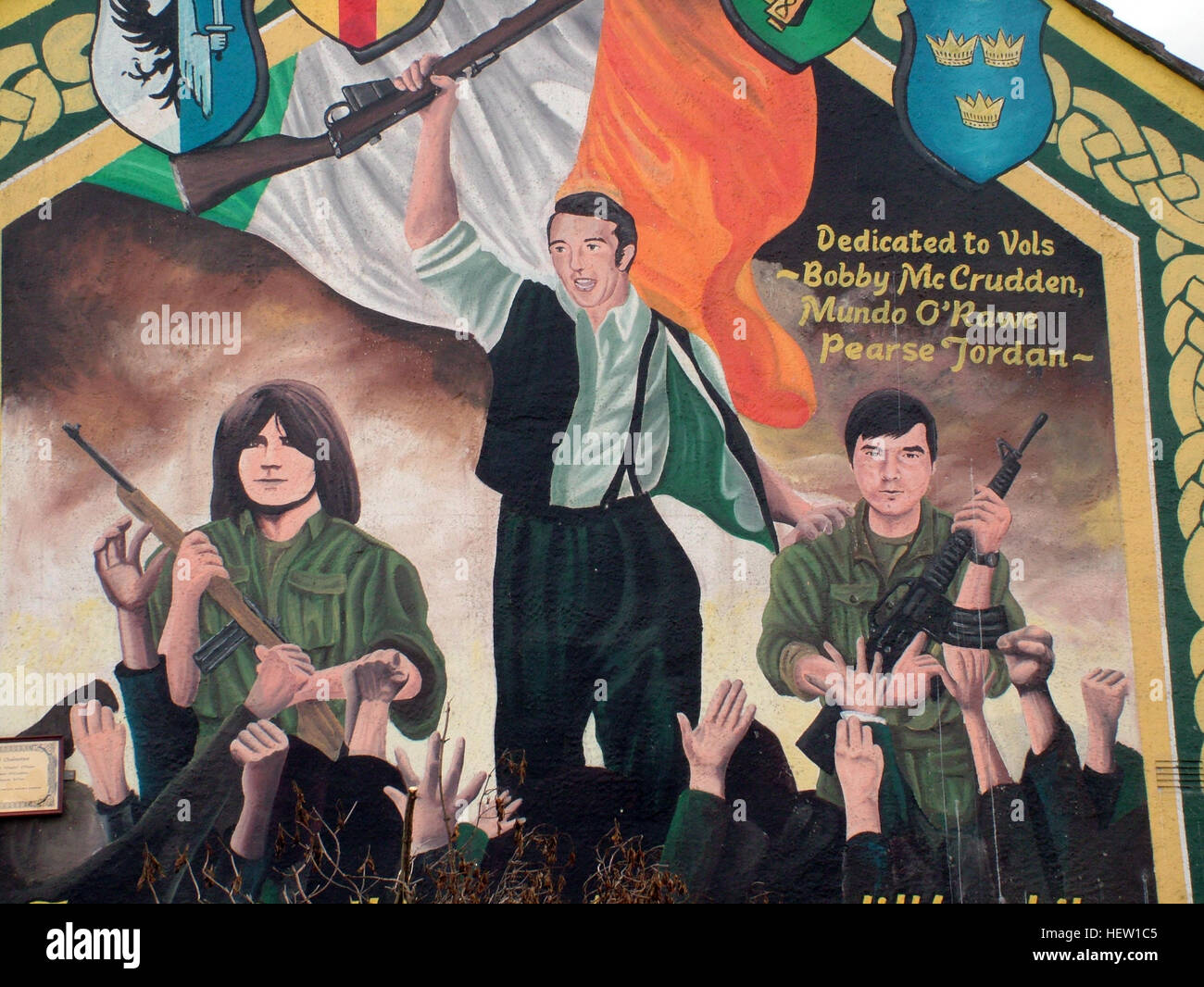 Belfast Falls Rd Republican Mural on gable end. Dedicated to Bobby McCrudden, Mundo O-Rawe, Pearse Jordan - Stock Image