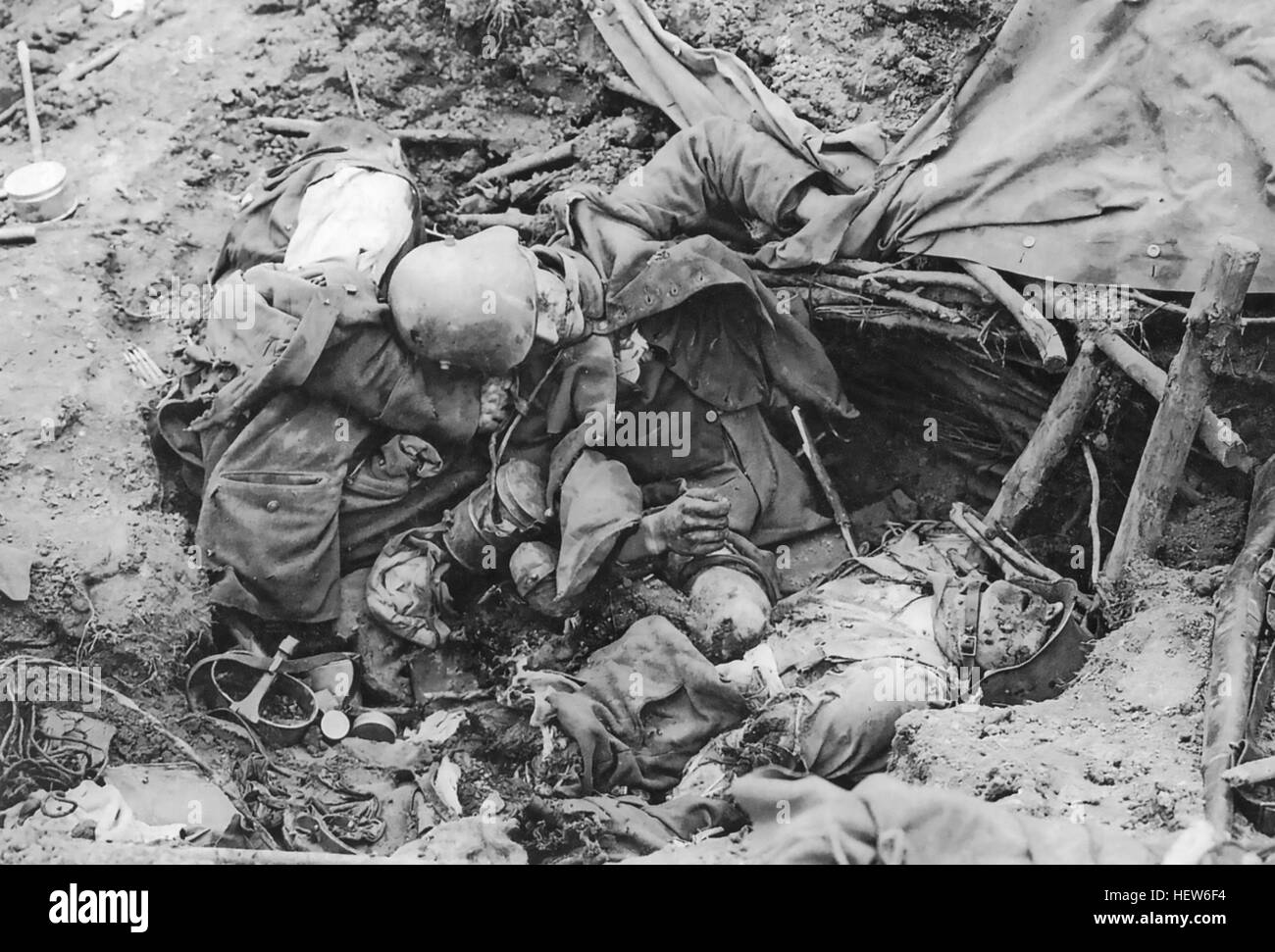 BATTLE OF PASSCHENDAELE (Third Battle of Ypres) July-November 1917. Two German dead in a shallow trench while eating - Stock Image