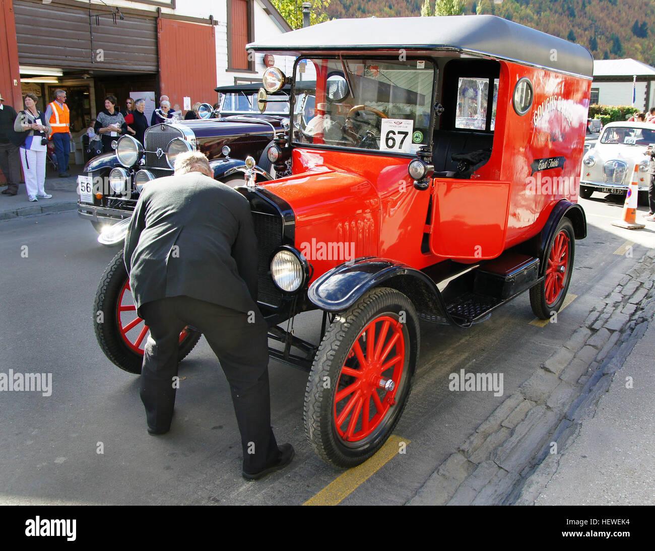 Cranking Car Stock Photos Amp Cranking Car Stock Images Alamy