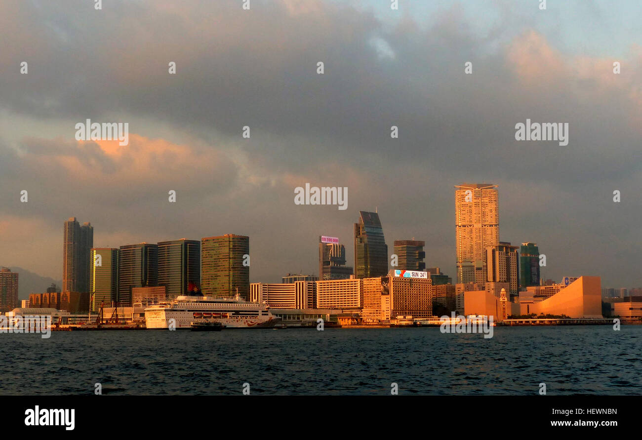 Kowloo is an urban area in Hong Kong comprising the Kowloon Peninsula and New Kowloon. It is bordered by the Lei - Stock Image