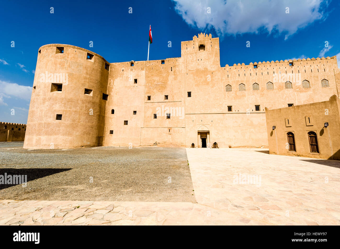 A vast forecourt surrounded by imposing walls and watchtowers in an ancient fort. - Stock Image