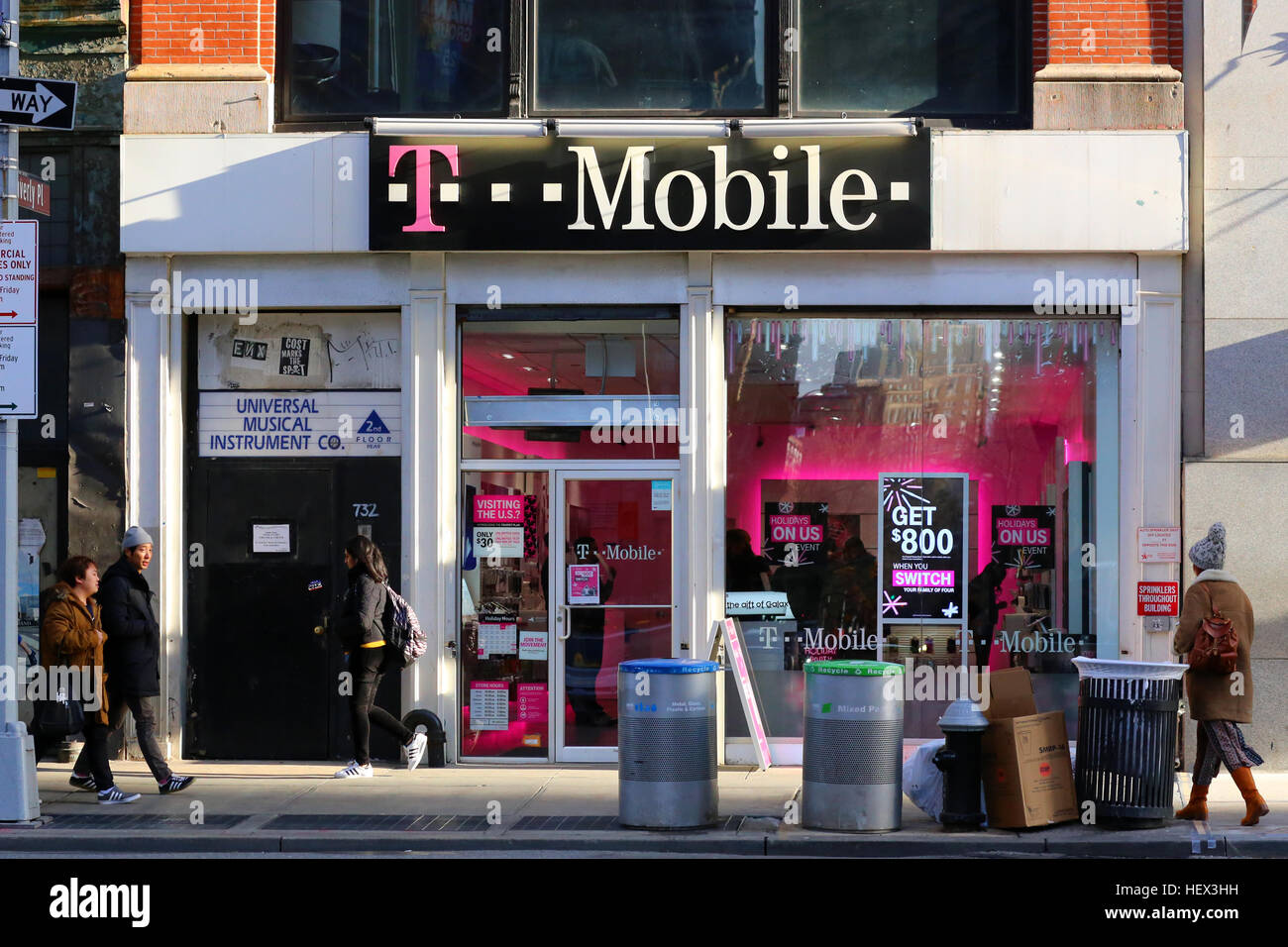 T Mobile 732 Broadway New York Ny Exterior Storefront Of A