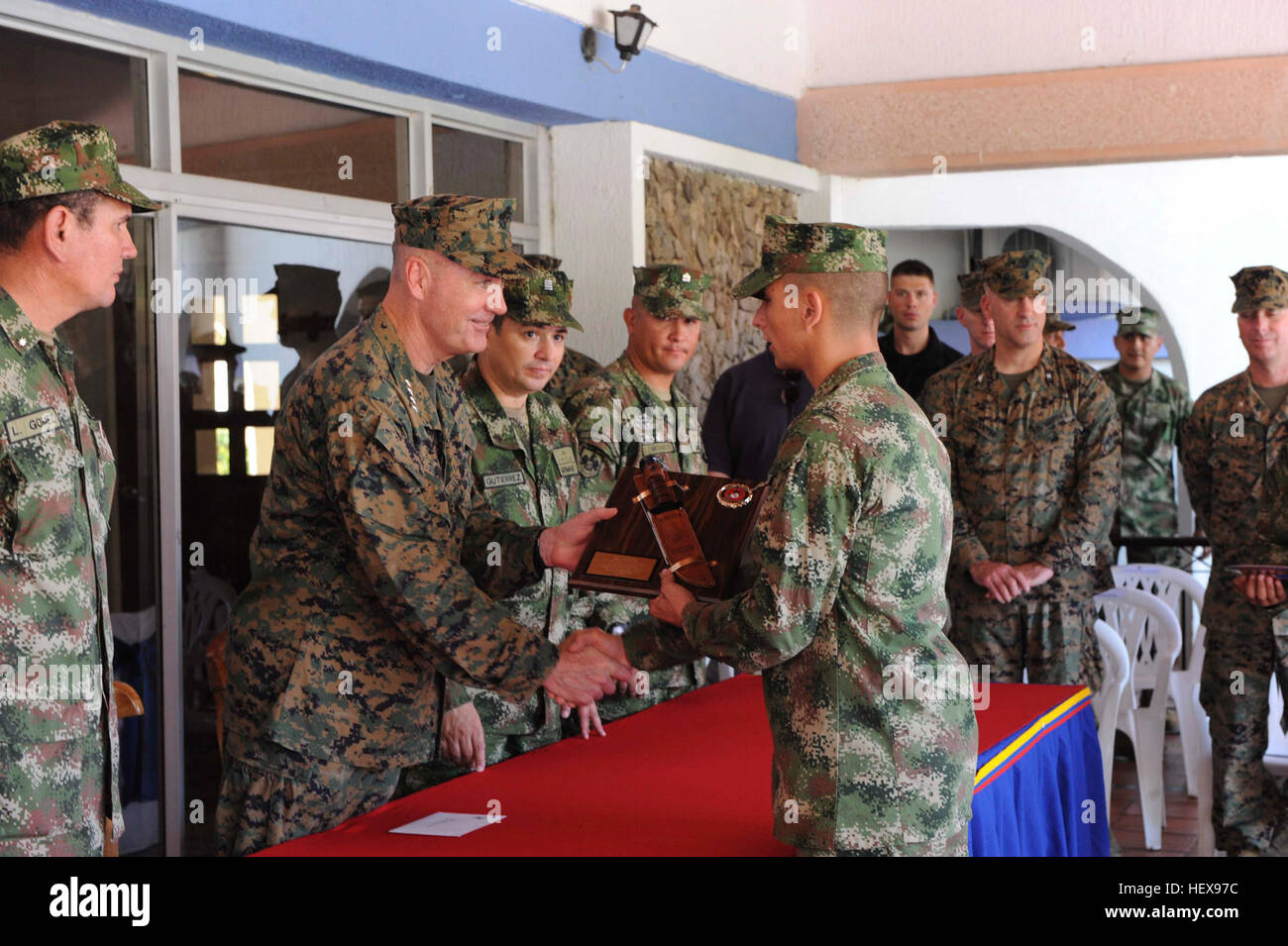 Assistant Commandant of the Marine Corps Gen. Joseph F. Dunford presents an engraved K-Bar knife plaque to 2nd Lt. - Stock Image