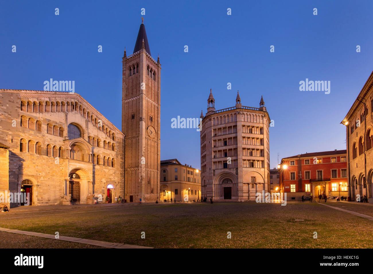 Twilight over the Duomo and Baptistery, Parma, Emilia-Romagna, Italy - Stock Image
