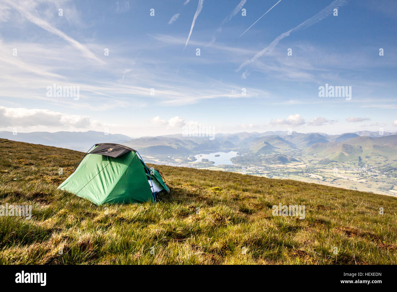Room with a view - Wild camping on midsummer's day overlooking Keswick and Derwent Water in the English Lake - Stock Image