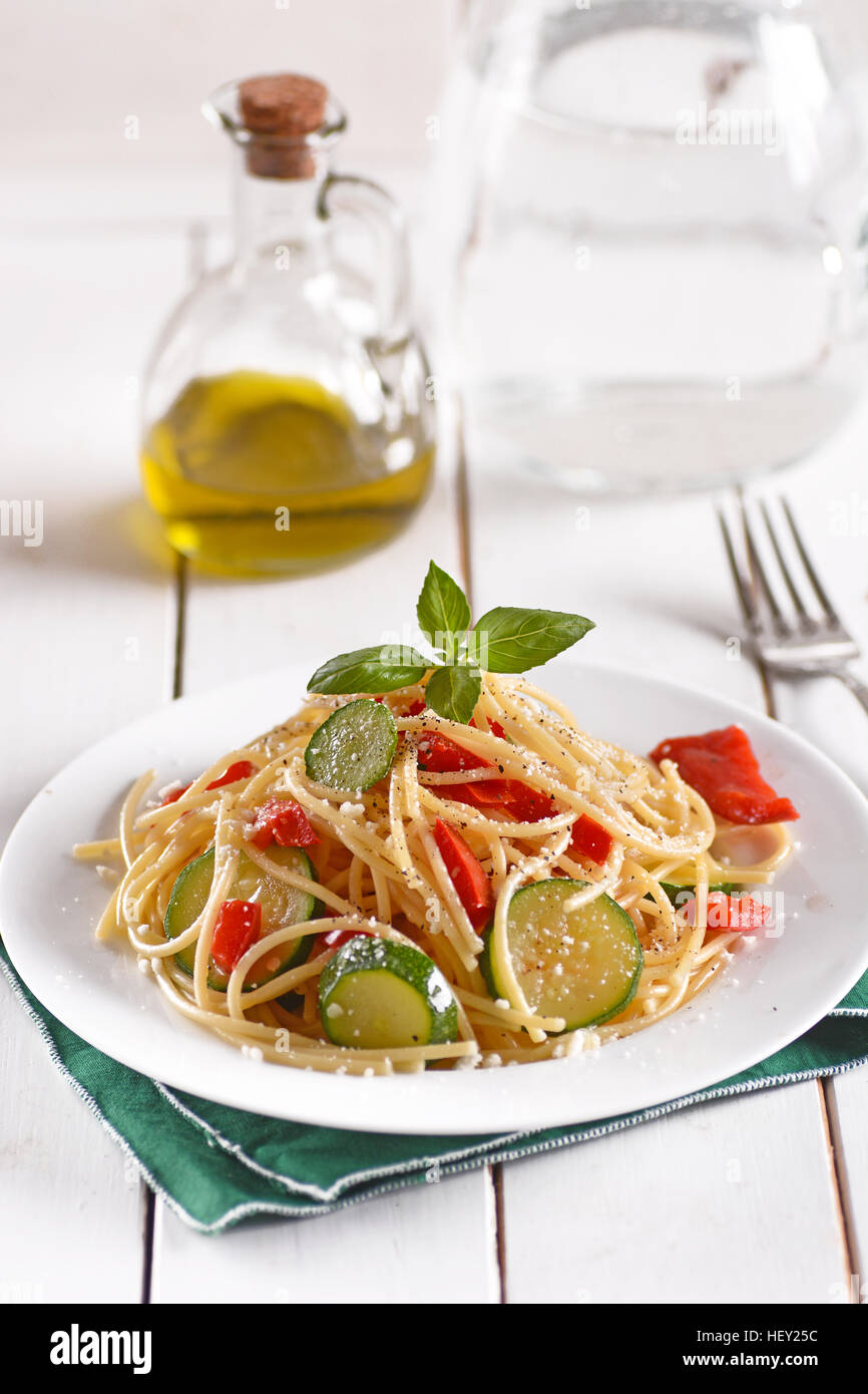 Spaghetti with zucchini and peppers - Stock Image