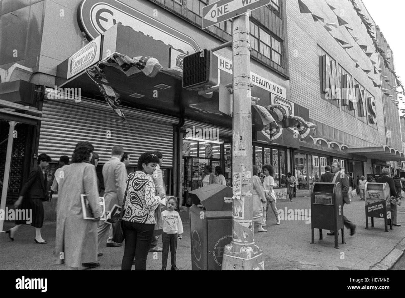 New York, NY - 15 May 1987 - Shoppers outside May's Department store on 14th Street, Union Square ©Stacy Walsh Rosenstock Stock Photo