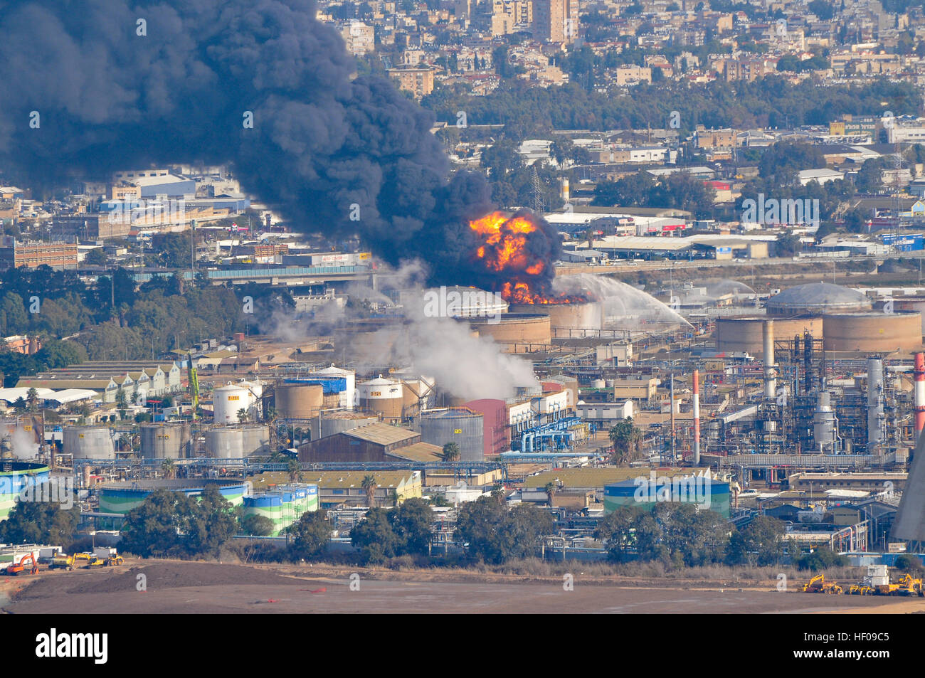 Haifa, Israel. 25th December, 2016. Firefighters extinguish Haifa Oil Refineries fire, after all-day blaze on December - Stock Image
