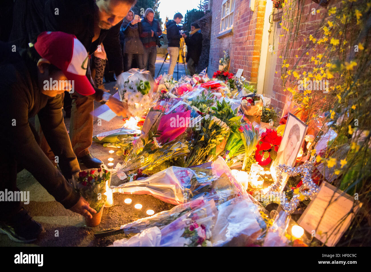Goring, UK. 26th Dec, 21016.  Flowers, candles and words of sympathy were left outside George Michael's home - Stock Image