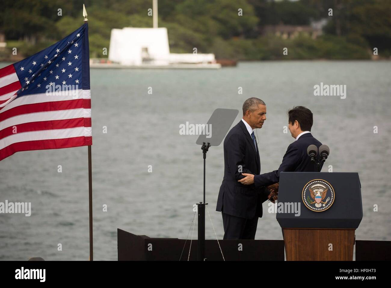 Pearl Harbour, Hawaii. 27th Dec, 2016. U.S President Barack Obama and Japanese Prime Minister Shinzo Abe after delivering - Stock Image