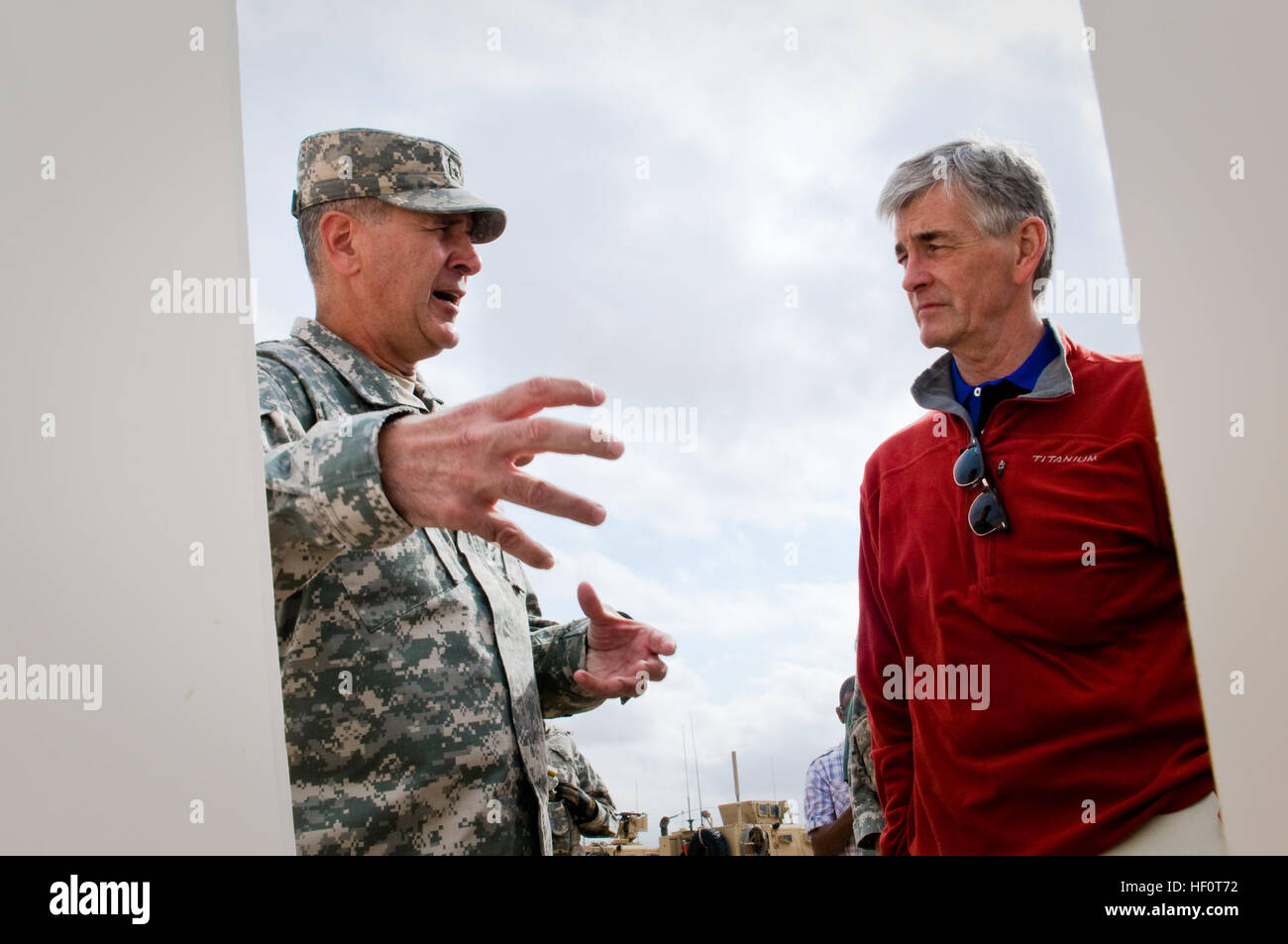 Brig. Gen. Randal Dragon, commander of Brigade Modernization Command, briefs Secretary John McHugh, the 21st secretary Stock Photo