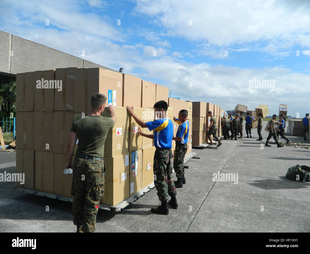 Marines provide support to relief efforts in Philippines 121213-M-OP939-848 - Stock Image
