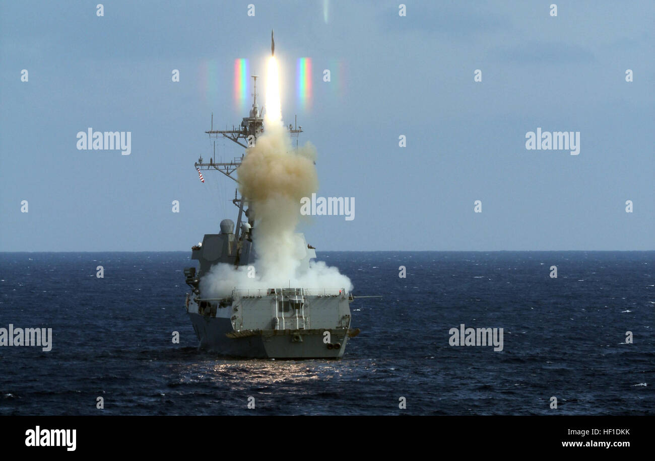 130804-N-XE109-085 ATLANTIC OCEAN (Aug. 4, 2013) The guided-missile destroyer USS Roosevelt (DDG 80) launches a - Stock Image