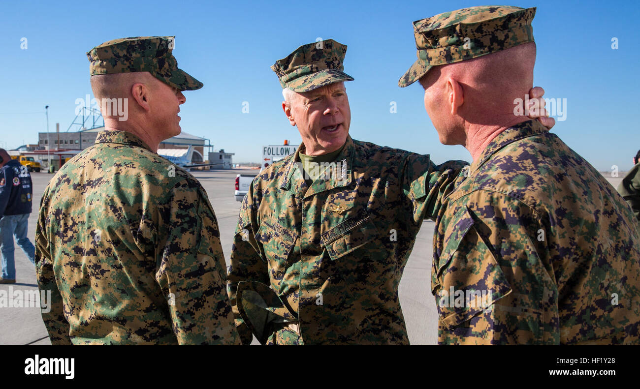 General James F. Amos, Commandant of the Marine Corps, is welcomed aboard Marine Corps Air Station Yuma, Ariz., Stock Photo