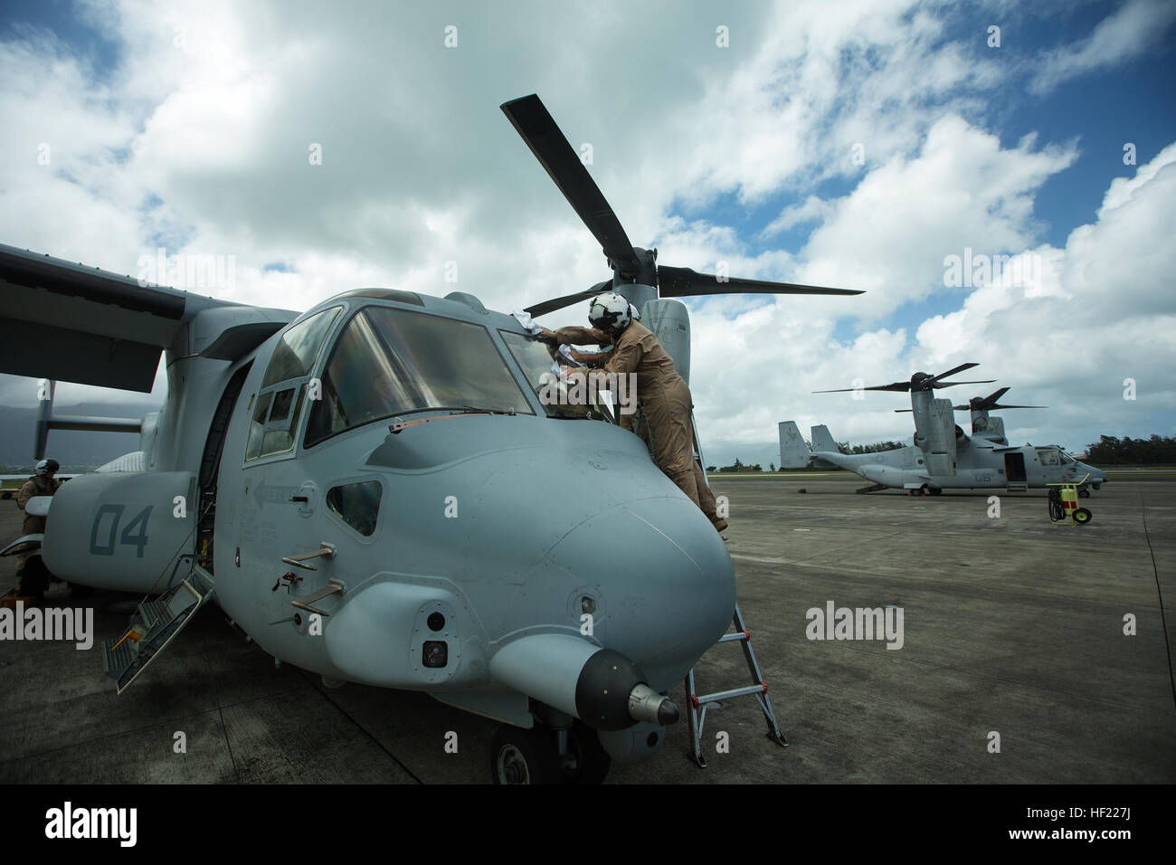 Marines with Marine Medium Tiltrotor Squadron 161 clean the windshield of an MV-22 Osprey during pre-flight inspections Stock Photo
