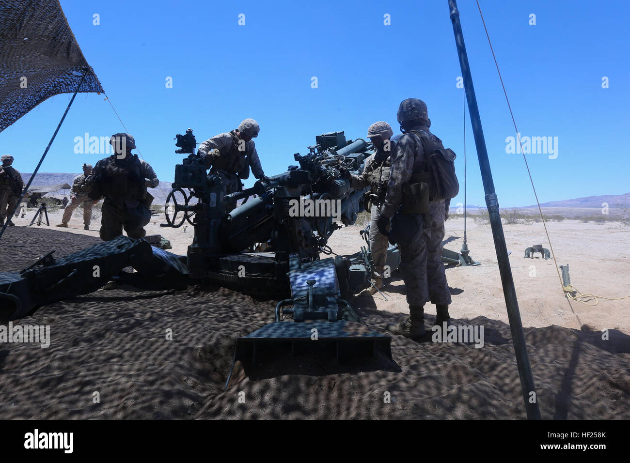 Marines with Lima Battery, 3rd Battalion, 11th Marine Regiment, demonstrate the set up of an M777 lightweight howitzer - Stock Image