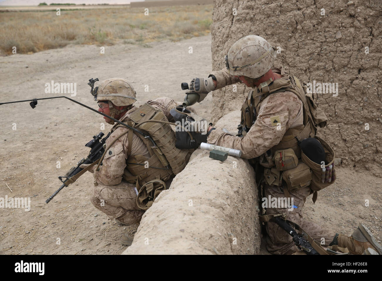 Corporal Colin Schafer, right, mortarman, Weapons Company, 1st Battalion, 7th Marine Regiment, fills a Camelbak - Stock Image