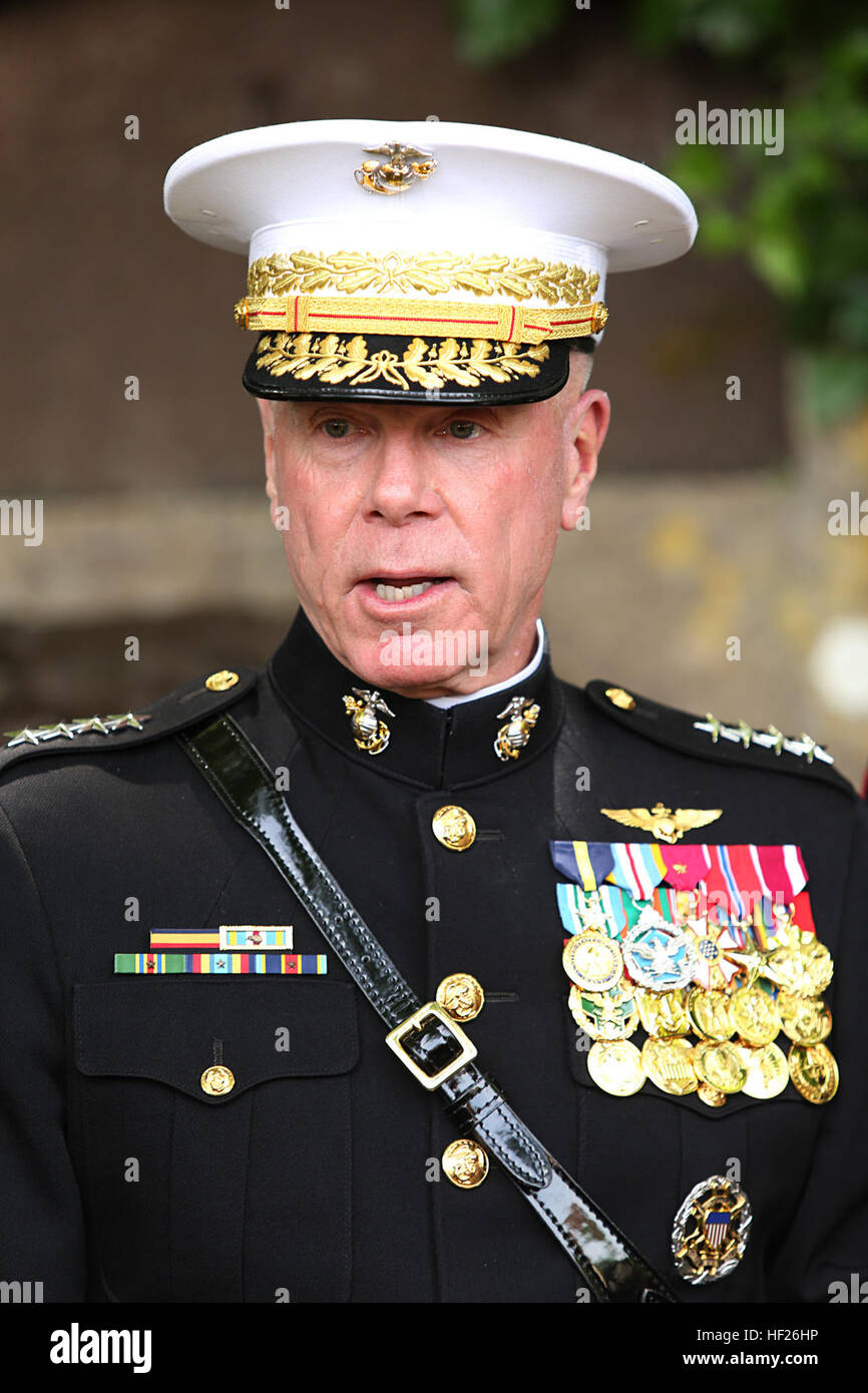 The 35th Commandant of the Marine Corps, General James F. Amos, delivers a speach near the Devil Dog Fountain during Stock Photo