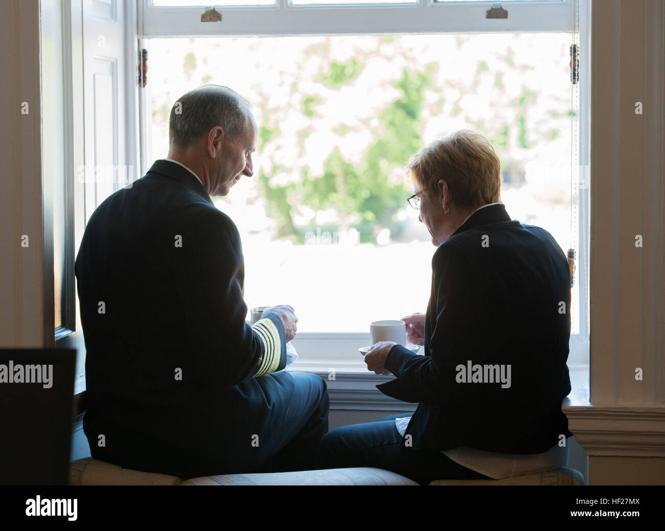 Chief of Naval Operations U.S. Navy Adm. Jonathan Greenert and his wife, Darleen, take a break after a Guard of - Stock Image