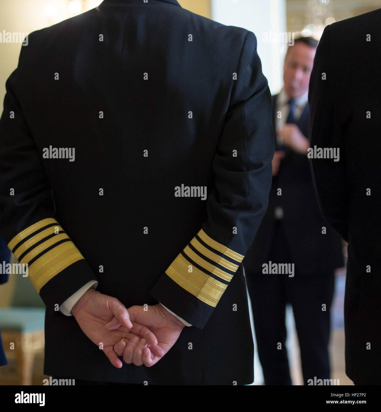 Chief of Naval Operations U.S. Navy Adm. Jonathan Greenert listens as British Prime Minister David Cameron speaks - Stock Image
