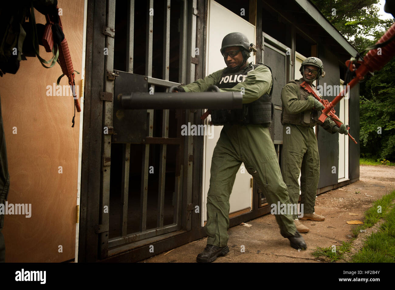 A U.S. Police officer uses a ram to breach through a door during a breacher training exercise at Goettge demolitions range on Marine Corps Base Quantico ... : door breacher - pezcame.com