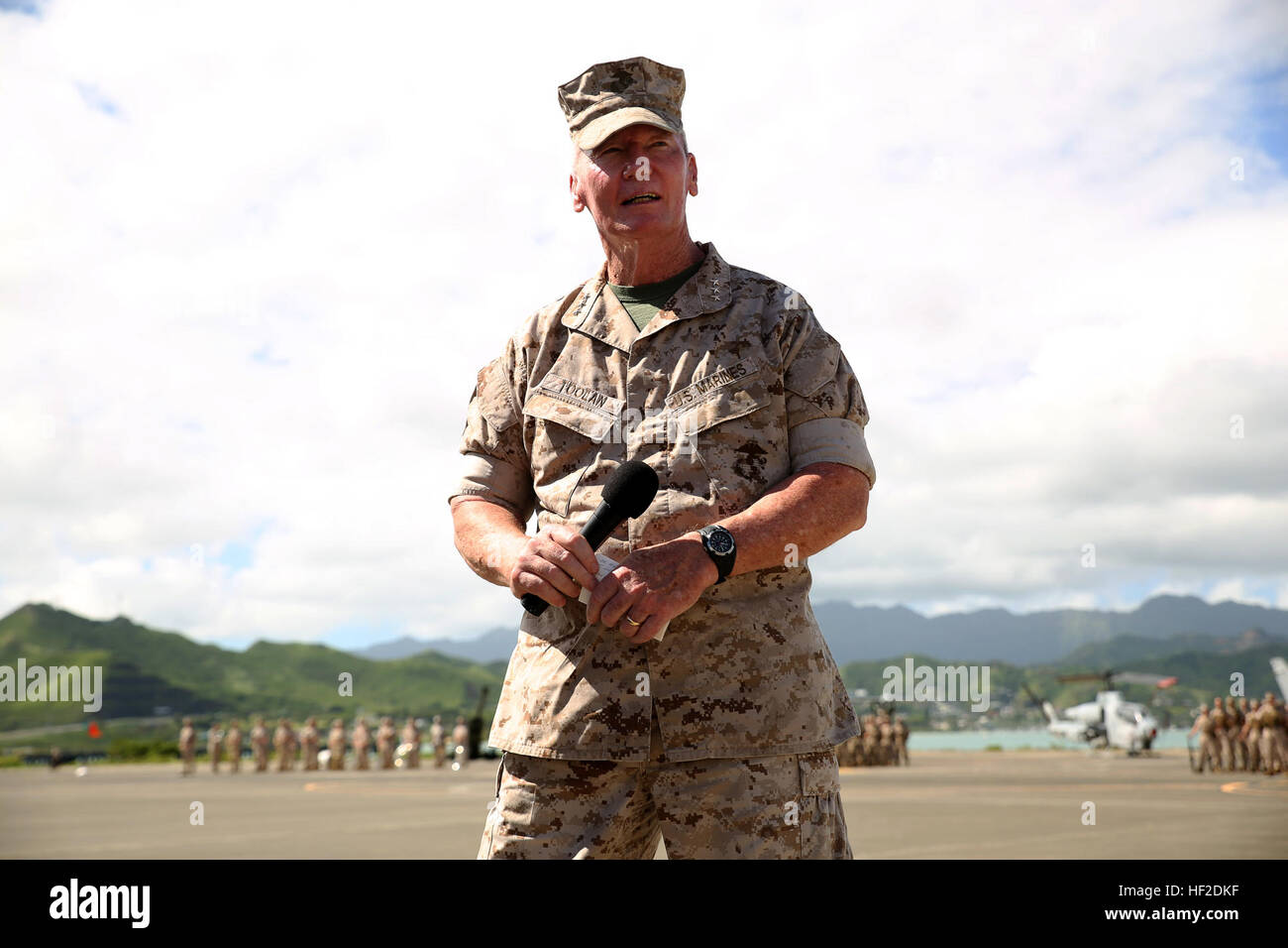 Lt. Gen. John A. Toolan, commander of U.S. Marine Corps Forces Pacific, speaks to a crowd of visitors during the Stock Photo