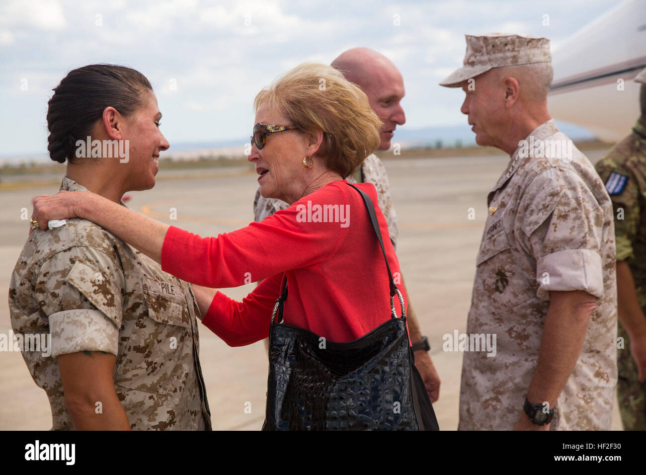 Sergeant Major Charmalyn Pile, the sergeant major of Special-Purpose Marine Air-Ground Task Force 14 (left), speaks Stock Photo