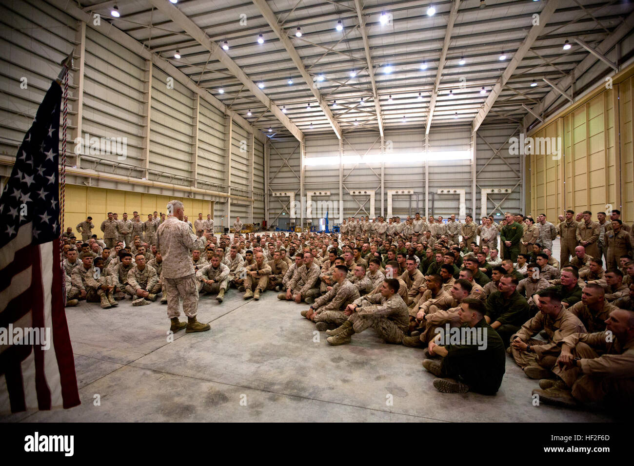 Commandant of the U.S. Marine Corps, Gen. James F. Amos, talks to Marines with 22 Marine Expeditionary Unit (MEU) Stock Photo