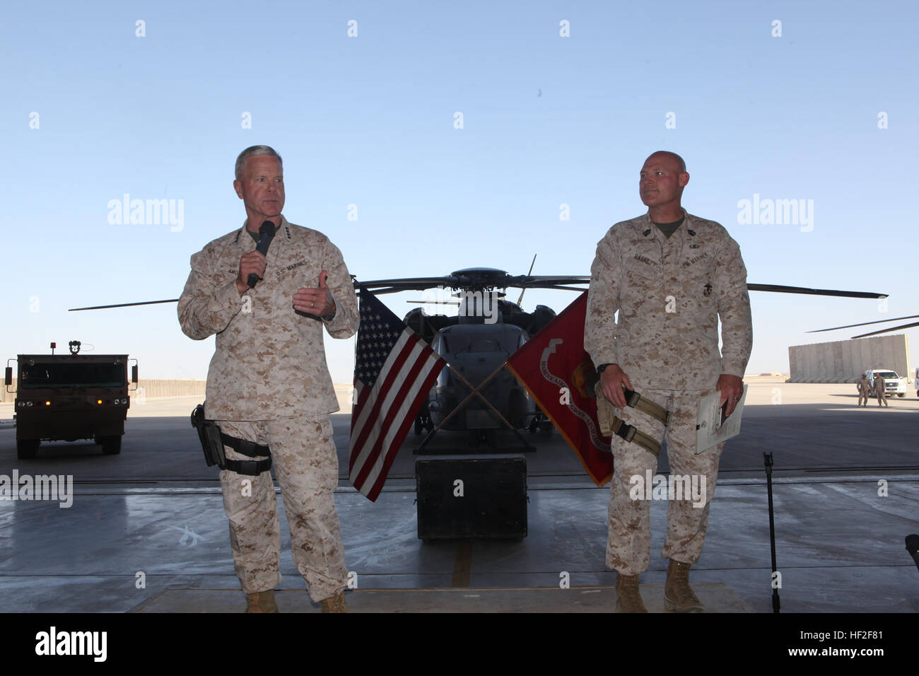 General James F. Amos, left, the 35th Commandant of the Marine Corps, and Sgt. Maj. Micheal Barrett, the 17th Sergeant Stock Photo