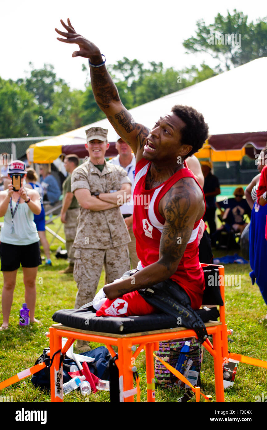Team Marine Corps veteran Anthony McDaniel braves the 110 degree heat index and prepares for the throw during the - Stock Image