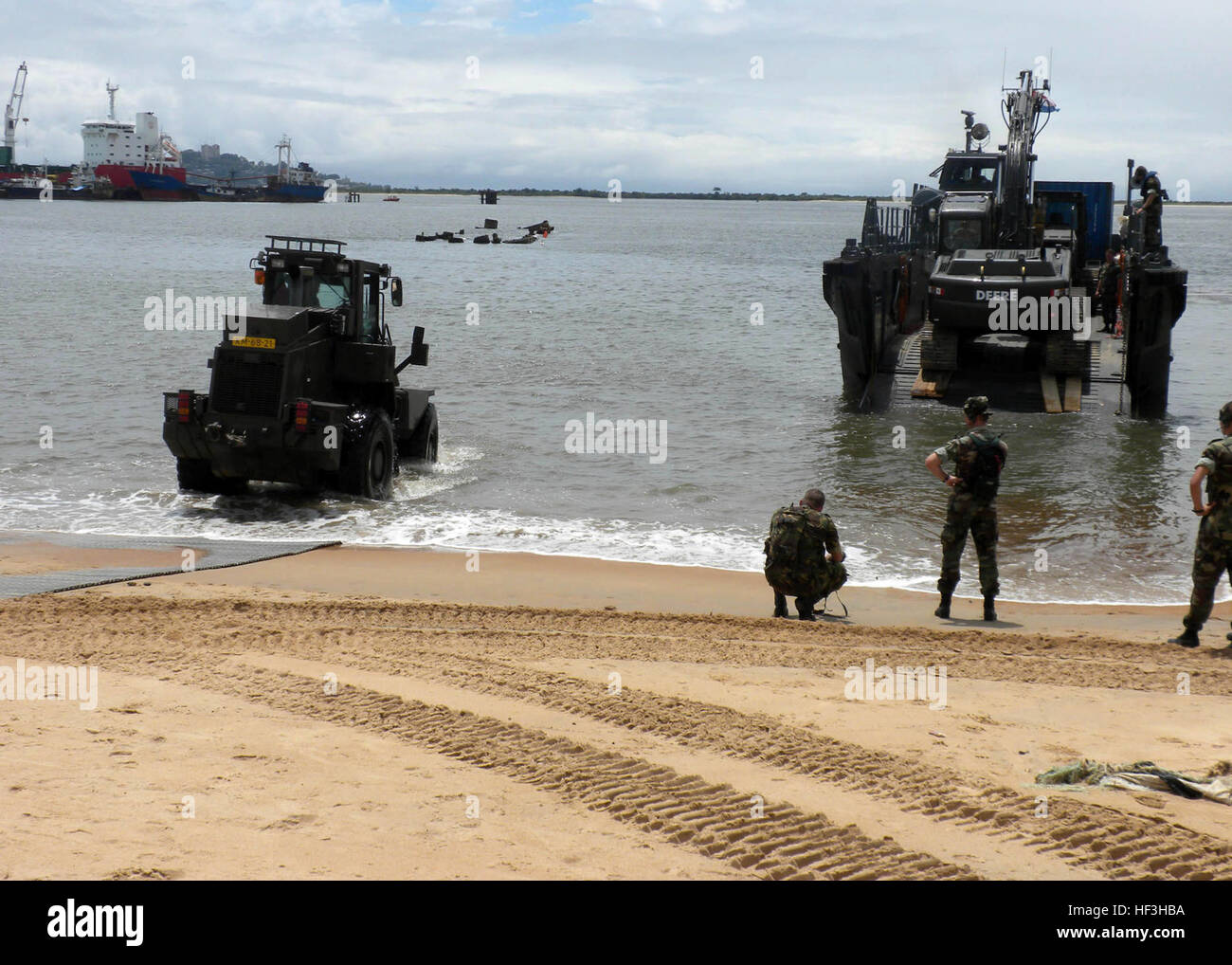 091017-M-8332M-036 MONROVIA, Liberia (Oct. 17, 2009) Seabees and equipment assigned to Naval Mobile Construction - Stock Image