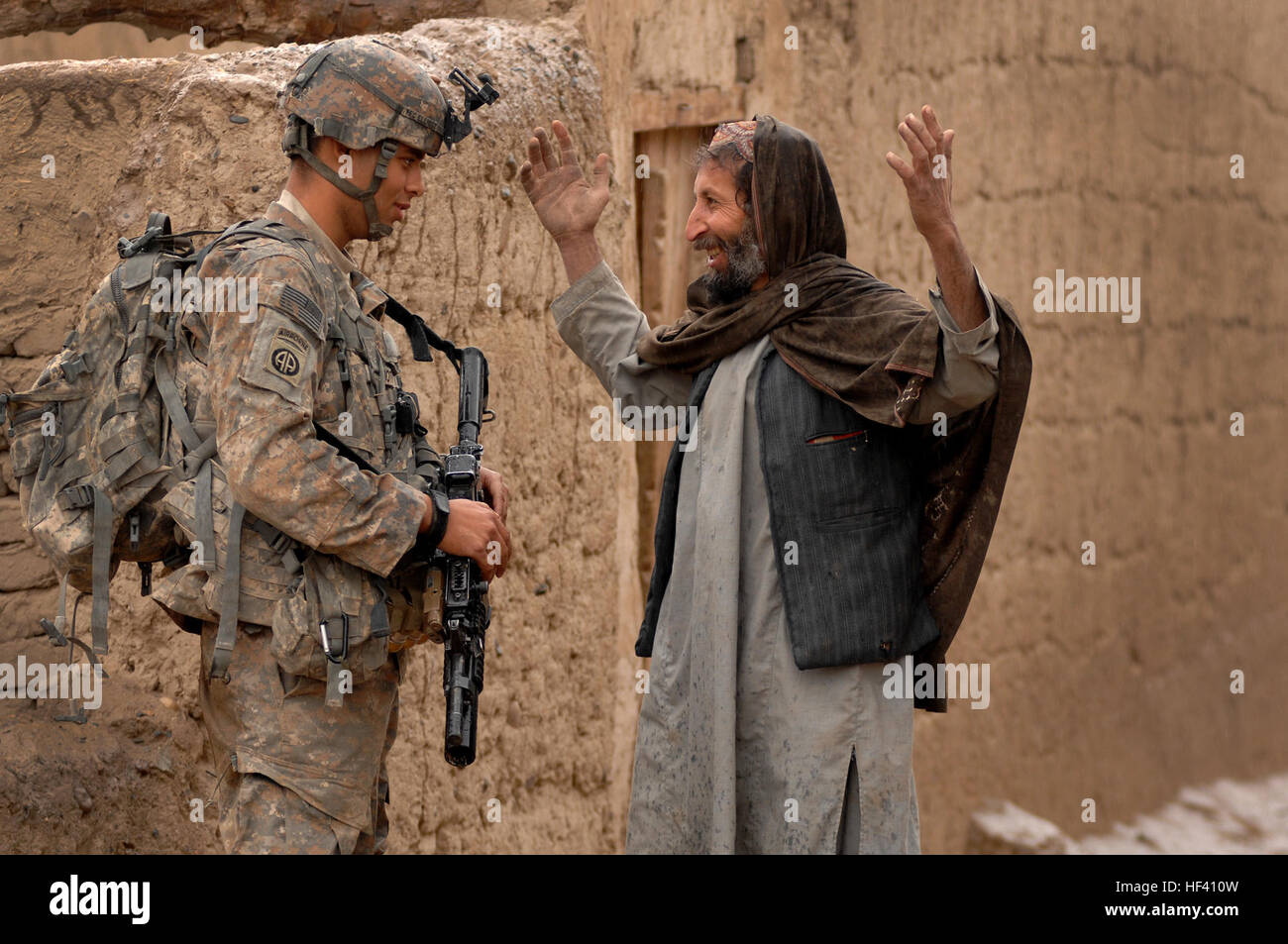 Private First Class Michael Elliott, Charlie Company 2508 Task Force Furry, talks with Mohammad Dode, a village - Stock Image