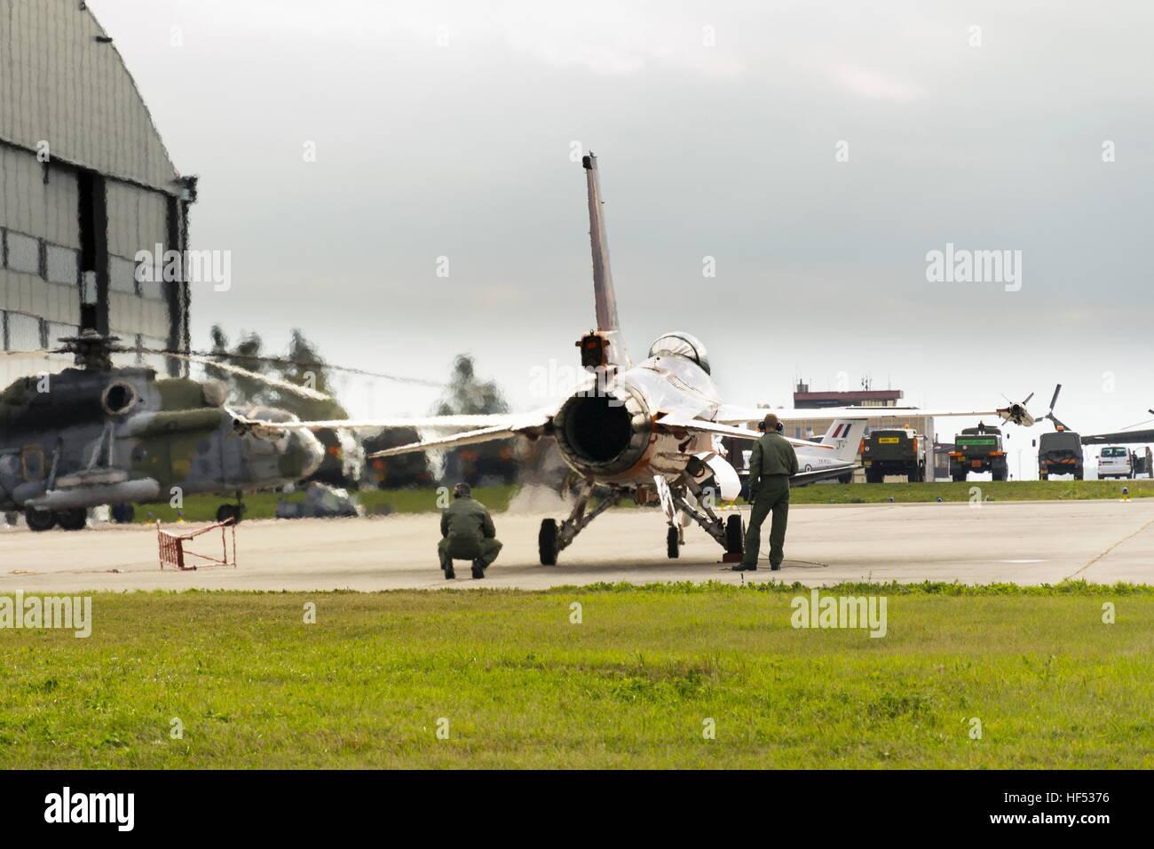 Men test J-015 Royal Netherlands Air Force Lockheed Martin F-16AM Fighting Falcon jet - Stock Image