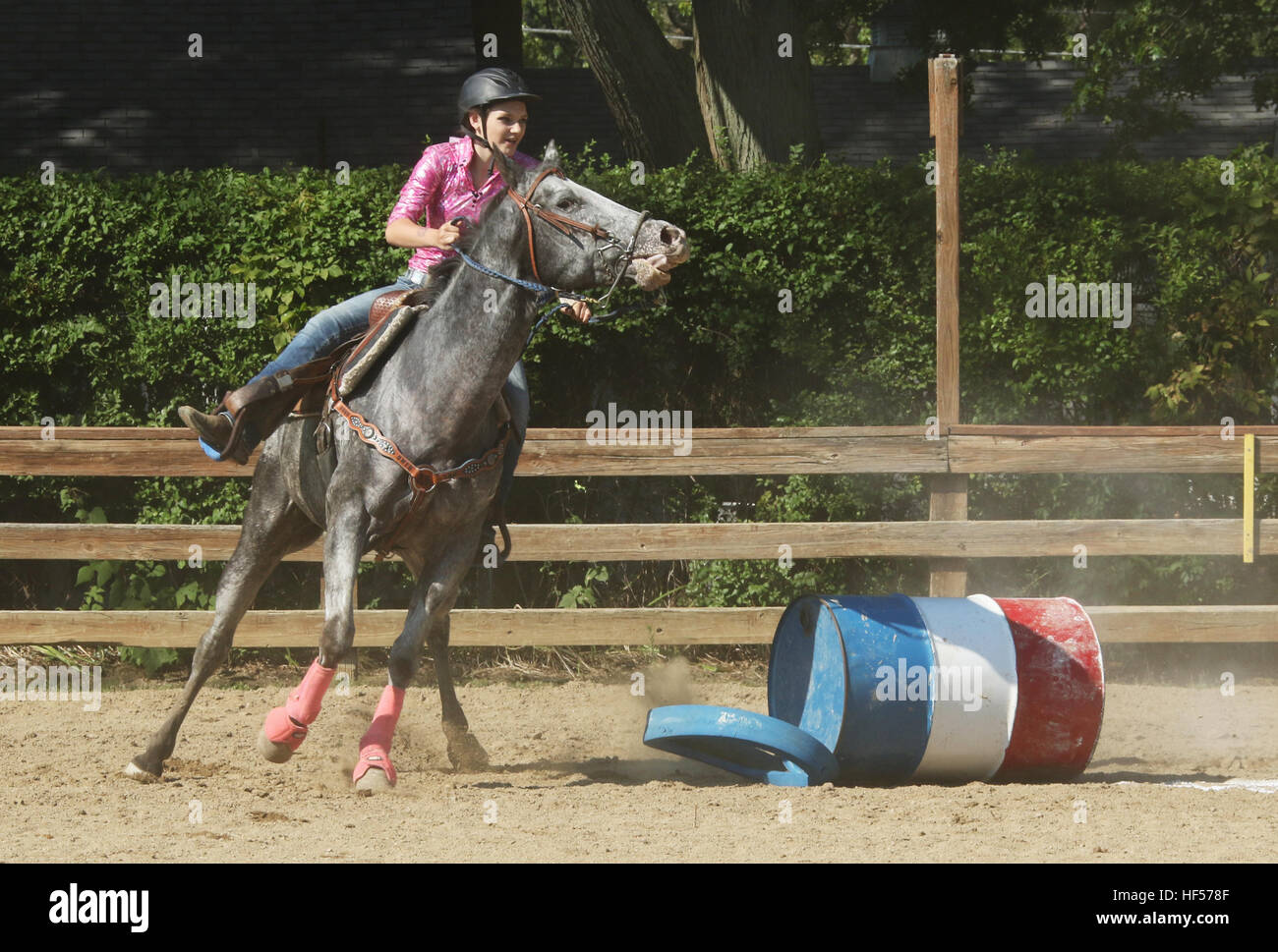 Teenage girl riding a horse in a barrel race. Canfield Fair. Mahoning County Fair. Canfield, Youngstown, Ohio, USA. - Stock Image