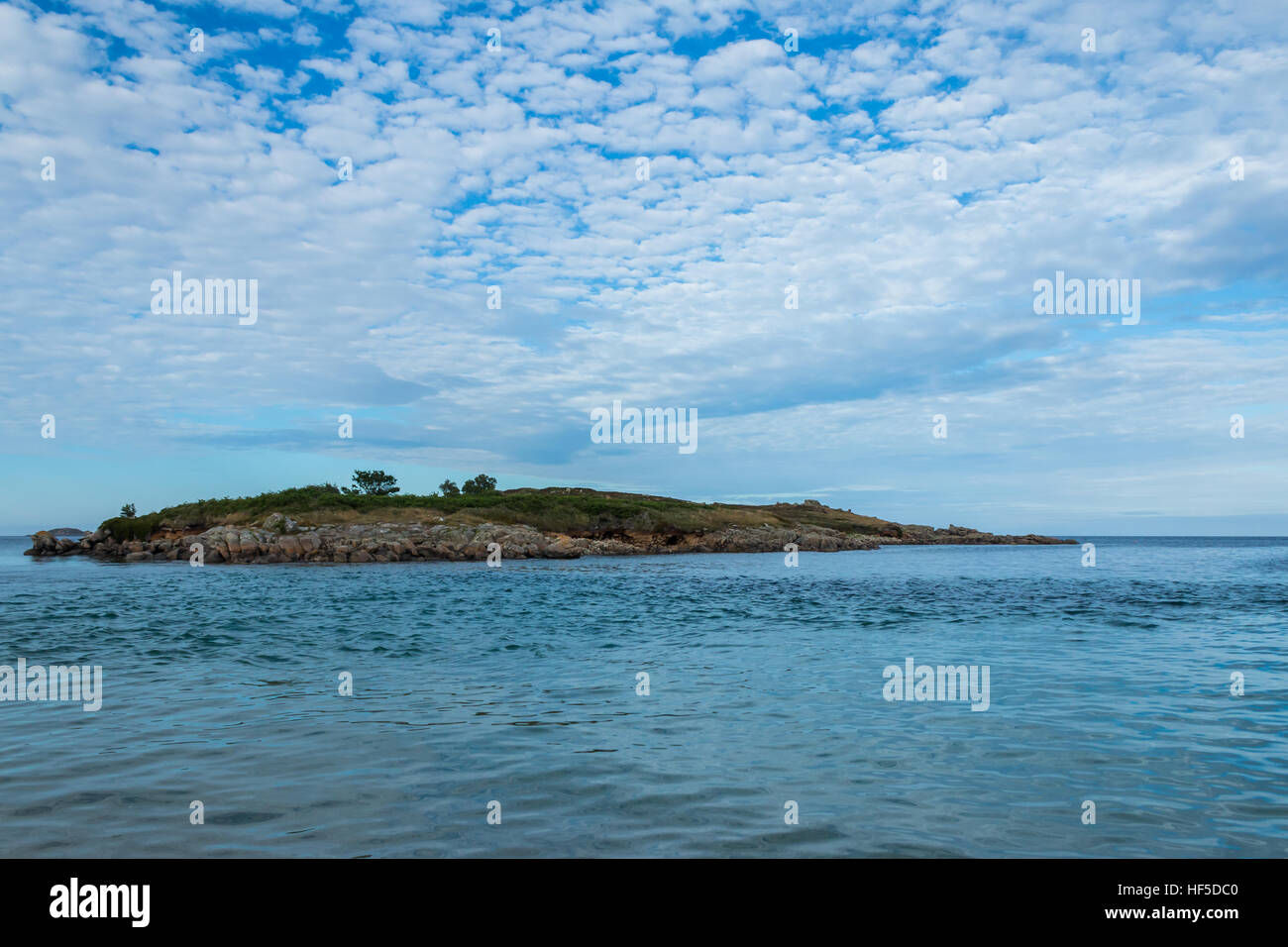 Toll's island cut off by high tide with a mackerel sky, St Mary's, Isles of Scilly - Stock Image