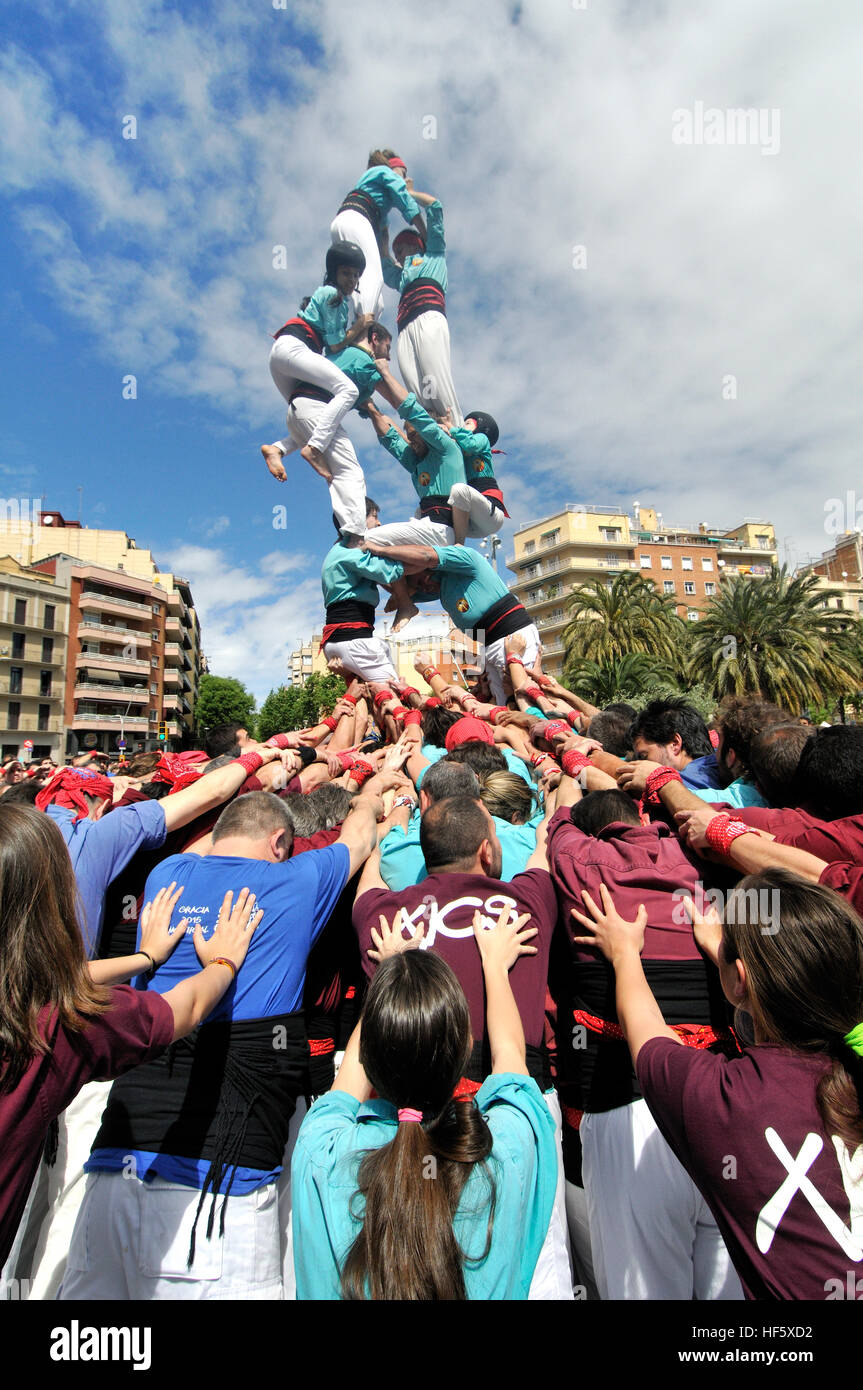 Castellers, human traditional tower next to the Sagrada Familia temple, Barcelona, Catalonia, Spain. - Stock Image