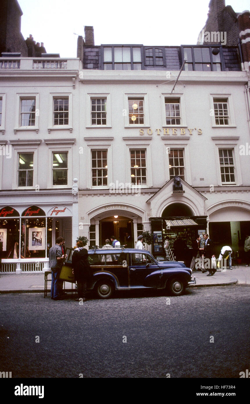SOTHEBYs London England 2005 auction house famous for its high-profile auctions - Stock Image