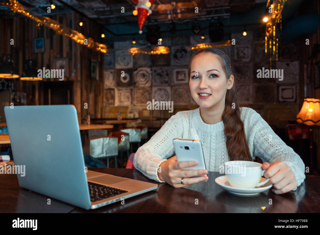 Woman working on laptop - Stock Image