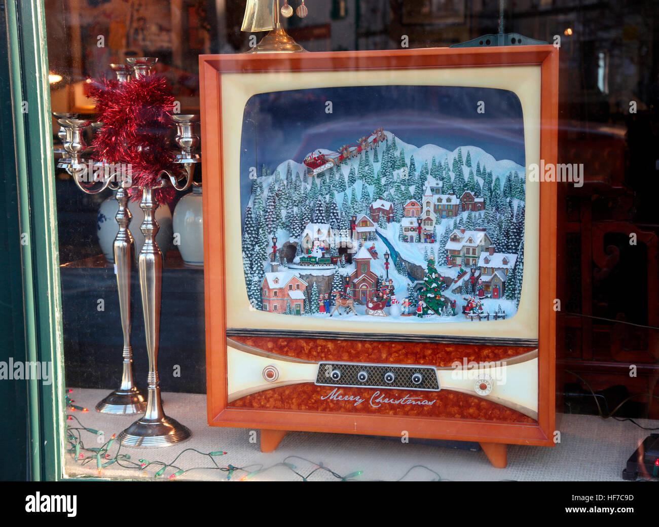Christmas window of Matthews Auctions, Oldcastle, Ireland - Stock Image