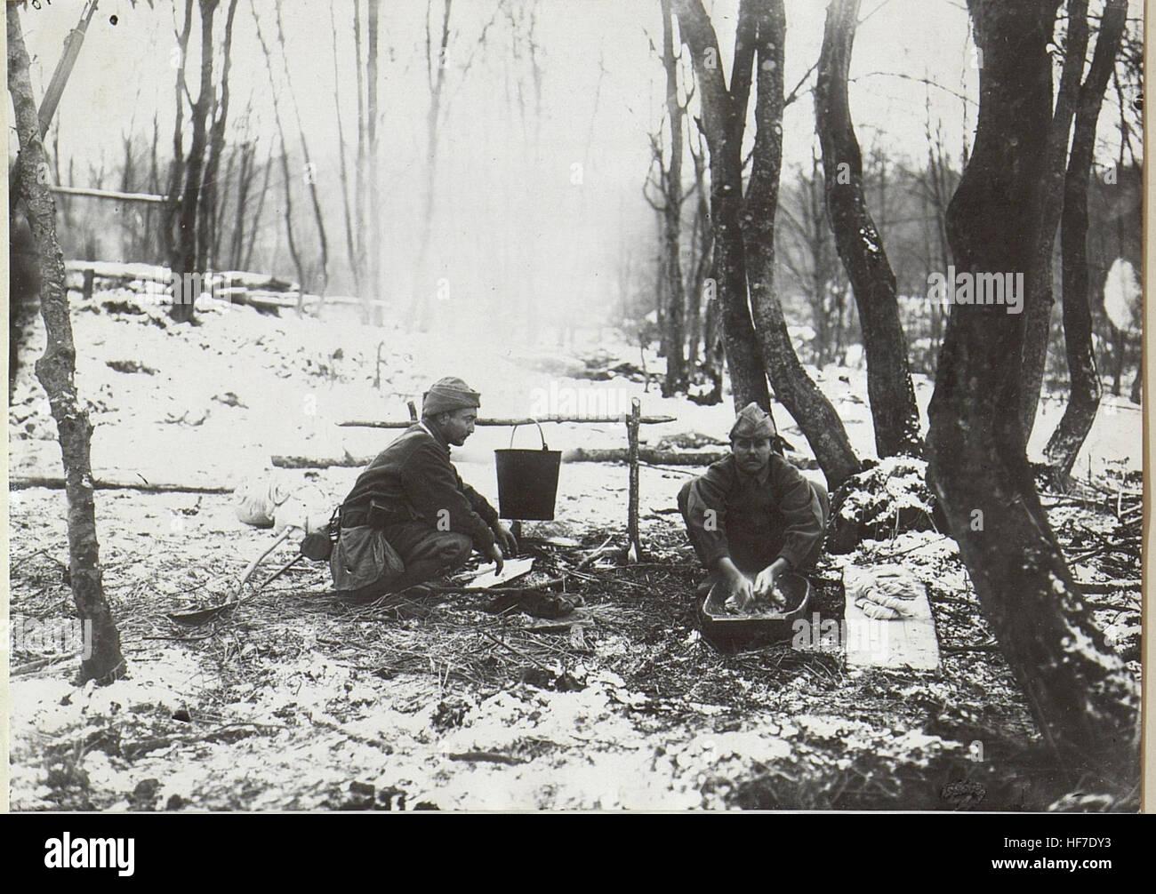 Türk.Mannschaften beim Wäschewaschen im Walde. 15727698) - Stock Image