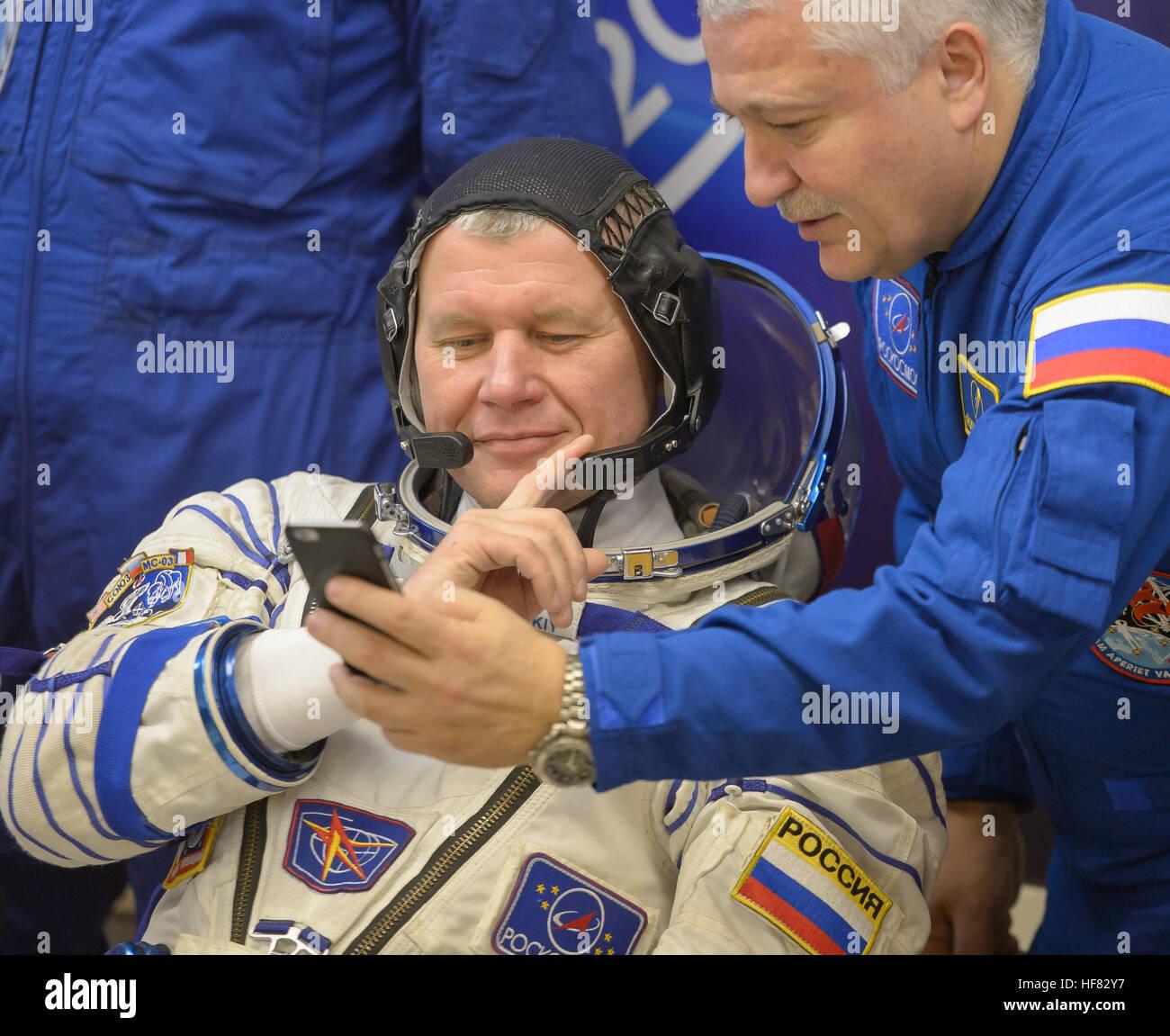 Expedition 50 Russian cosmonaut Oleg Novitskiy of Roscosmos, left, views a photo on backup crew member Russian cosmonaut - Stock Image