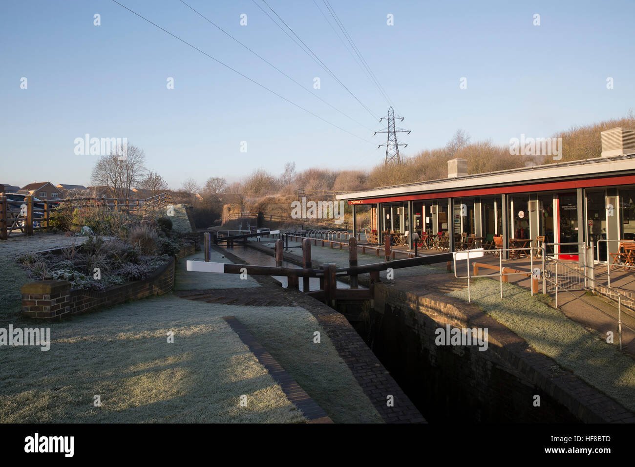Chesterfield, UK. 28th Dec, 2016. Frosty start on the Chesterfield Canal Credit: Keith Larby/Alamy Live News - Stock Image