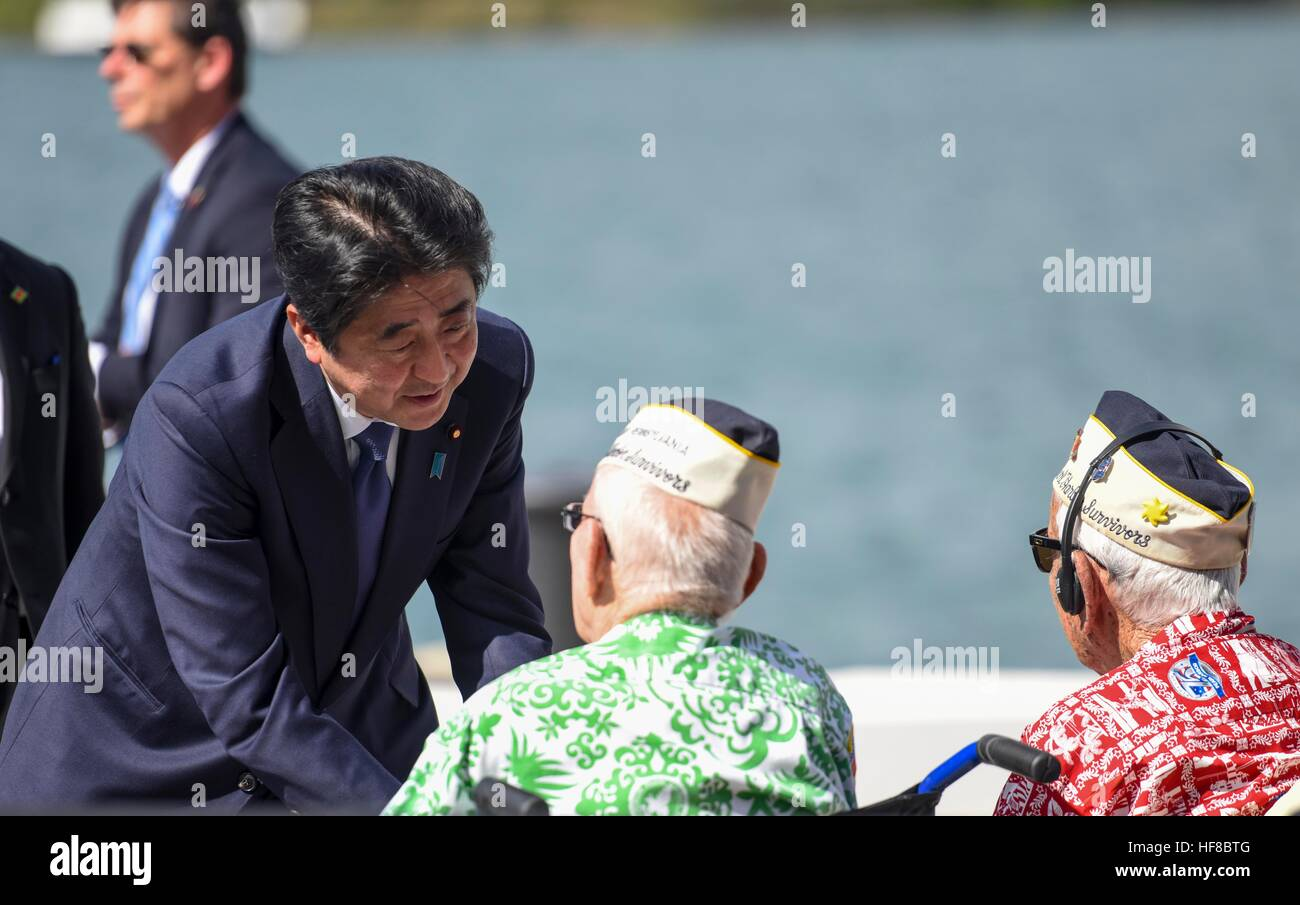 Pearl Harbour, Hawaii. 27th Dec, 2016. Japanese Prime Minister Shinzo Abe greets survivors of the attack on Pearl - Stock Image