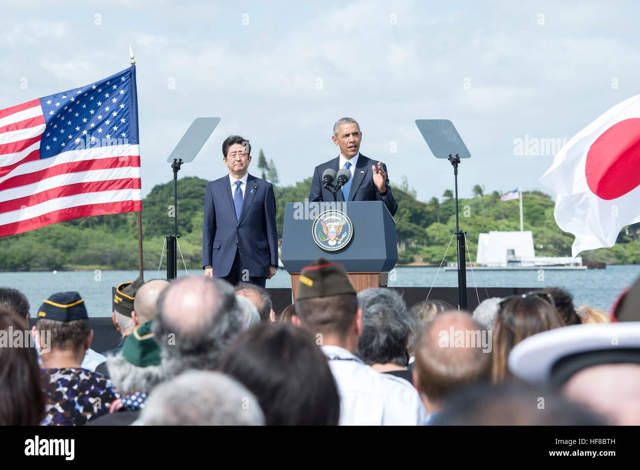 Pearl Harbour, Hawaii. 27th Dec, 2016. U.S President Barack Obama and Japanese Prime Minister Shinzo Abe deliver - Stock Image
