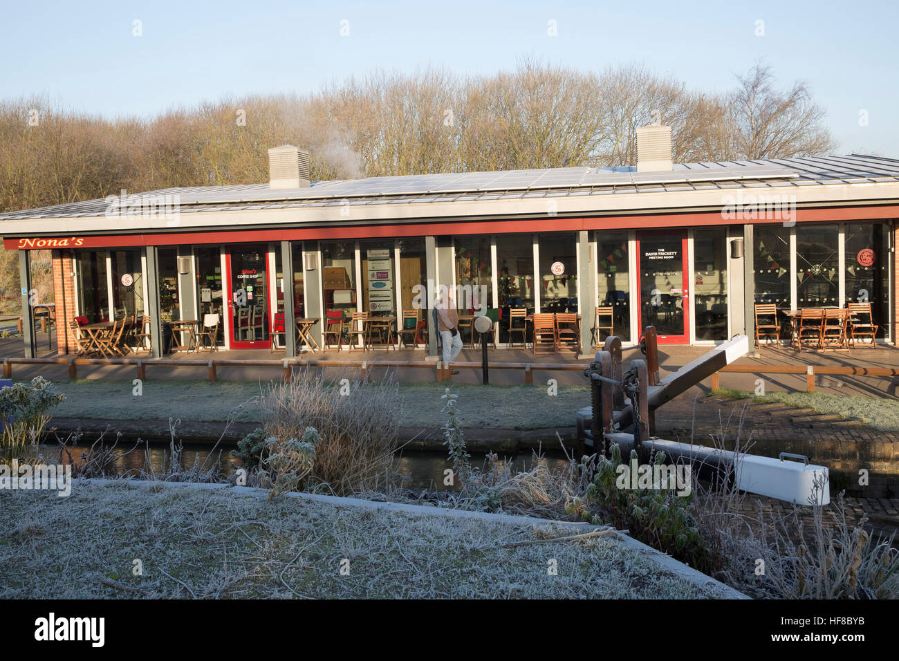 Chesterfield,UK,Frosty start along the Chesterfield Canal©Keith Larby/Alamy Live News Stock Photo