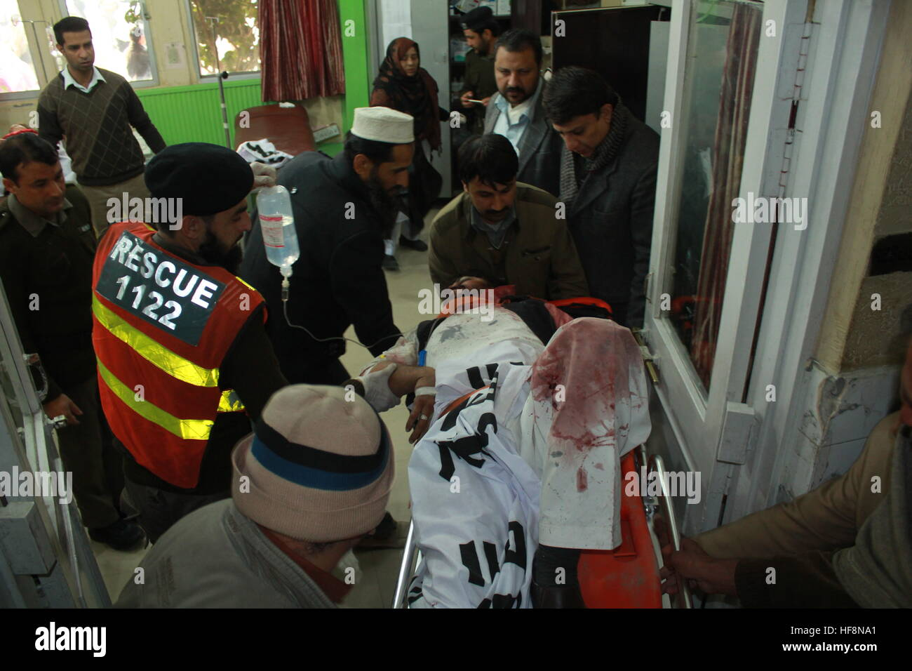 PAKISTAN Dec30 - Local people and rescue worker Shifting Injured passenger in hospital for treatment. Stock Photo